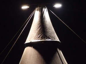 Zirkuszelt Mastkappe bei Nacht